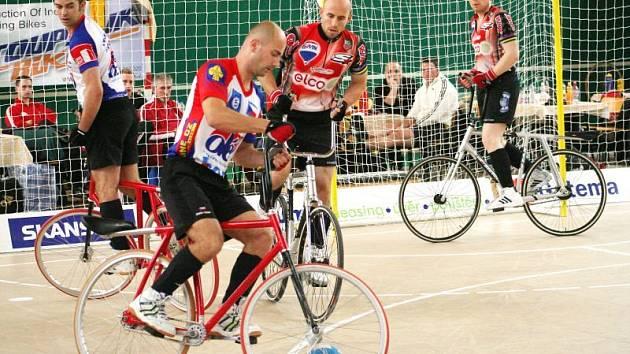 Robert Loskot v utkání světového poháru. Společně s Pavlem Vitulou jsou v extralize na druhém místě.