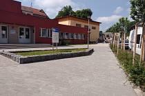 Nový chodník u olešnické školy.