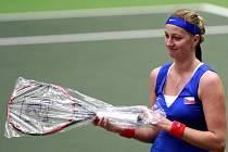 Lidé mohou vydražit raketu české tenistky Petry Kvitové. Výtěžek půjde na léčbu nemocné Nathalie.
