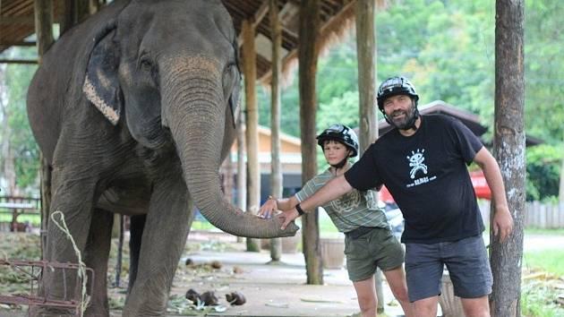 Cestovatelé Milan Daněk a Alena Žákovská z blanenského sdružení Horizont se vrátili z cesty po Thajsku a Laosu. Vypravili se tam hledat izolované skupiny lidí, které žijí skryté v pralese.