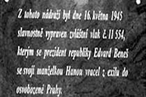 Deska na památku zastávky prezidenta Beneše v Blansku.