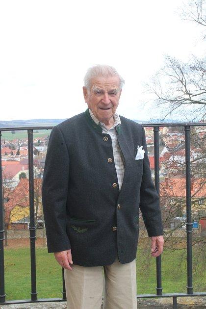 Vše zlé jsem přežil ve zdraví. Aměl krásný život, říká hrabě Hugo Mensdorff-Pouilly. Nedávno oslavil devadesátku.