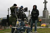 Filmaři z brněnského studia České televize natáčeli na hřbitově v Újezdu u Černé Hory.