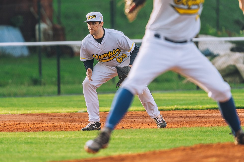 Blanenští baseballisté (ve světlém) na domácím hřišti dvakrát podlehli Jablonci.