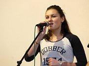 Ve Skalici nad Svitavou soutěžily dětské hudební kapely. Fandil jim plný sál diváků.