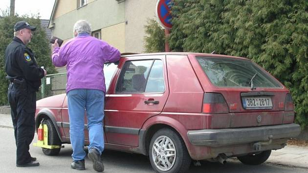 Policejní bota  - řidiče nemine pokuta.