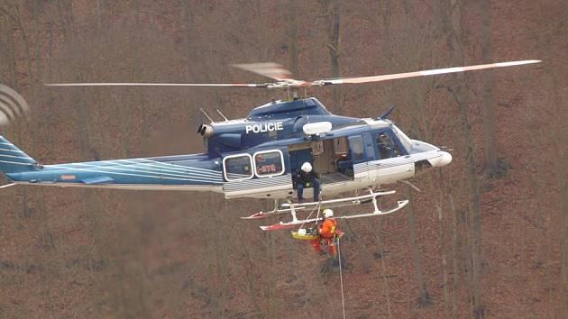 Žena se zranila ve výškové budově bývalých Adamovských strojíren. Na zem ji dostal vrtulník.