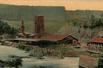 Proti stavbě Klamovy huti protestovala státní železniční společnost. Povolení ke stavbě Salmové nakonec získali.