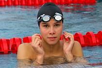 Šestnáctiletá Veronika Zamazalová je ve vodě jako doma.