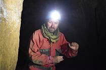 Přírodovědec Vlastislav Káňa se dlouhodobě věnuje studiu netopýrů. Nyní pomáhá týmu odborníků s výzkumem v Býčí skále na Blanensku. To je v Moravském krasu klíčové zimoviště těchto létajících savců.