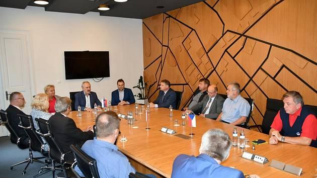 Delegace z Boskovic přijala pozvání na čtyřdenní setkání s partnerskými městy. To se konalo ve slovenském městě Levice na tradičním Levickém jarmoku. K východním sousedům vyrazili kromě Boskovických také zástupci z Náměště na Hané, polského Lubaczowa a Sk