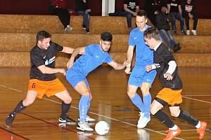 V utkání jihomoravské futsalové divize prohrála rezerva Amoru Lazor Vyškov (v modrých dresech) s týmem PRO-STATIC Blansko 5:8.