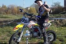 Pitbike motokros jezdí Šimon Kohoutek z Blanska od čtyř let. U motorek chce zůstat.