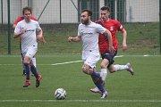 Fotbalisté Blanska (v červeném) mají z jarní premiéry bod. Ve třetí lize remizovali doma s Mohelnicí 1:1.