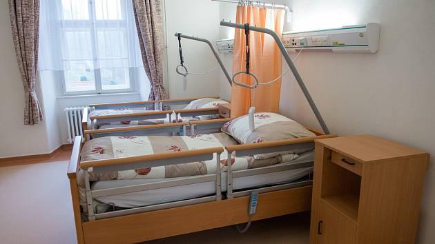 Bezmála devět milionů. Tolik stála oprava křídla E v Nemocnici Letovice na Blanensku. Nové oddělení pobytových a sociálních služeb s deseti lůžky slavnostně otevřeli zástupci kraje a nemocnice ve čtvrtek.