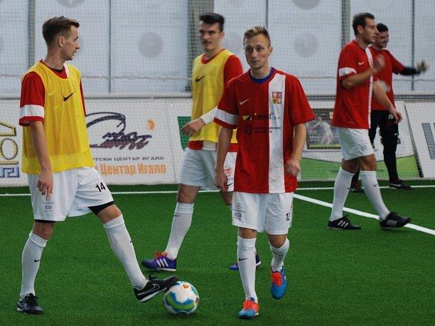 Fotbalisté David Bednář (vlevo) a Jan Koudelka při tréninku s reprezentačním výběrem malé kopané na mistrovství Evropy v Černé Hoře.
