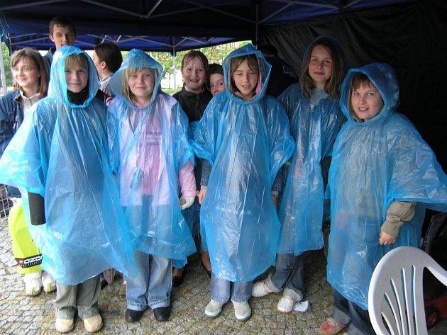 Účinkující děti ze ZUŠ Letovice stihly jen zkoušku. Pak přišel déšť.