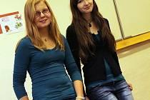 Kateřina Hudcová (vlevo) a Markéta Nečasová z blanenského gymnázia se zúčastnily mezinárodní Olympiády mladých vědců. Ta se konala v jihoafrickém Durbanu.