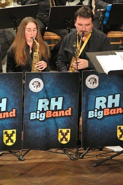 Patnáctiletá Veronika Dražková ze Svitávky hraje na klavír, saxofon a trumpetu.Je členkou letovické kapely Jazzulátka, Velkého dechového orchestru Základní umělecké školy Letovice a orchestru RH Big Band. Zhudebních žánrů ji nejvíce okouzlil jazz.