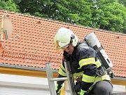 Těžkou trať zdolávali hasiči při soutěži Olé Firefighter v Olešnici