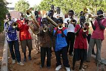 """""""SE SVÝMI"""" KLUKY. Jan Štěpán Musil se v Súdánu staral o čtyřicet chlapců z ulice."""