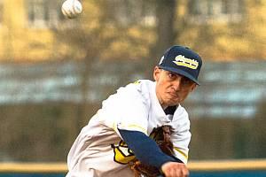 Dvaadvacetiletý David Farkaš z Blanska hraje baseballovou extraligu. Přestože nemá od narození část levého předloktí.
