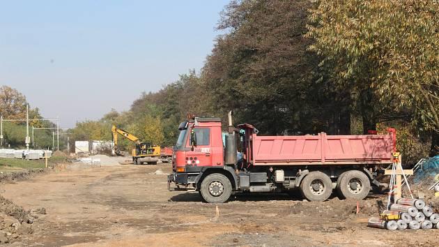 Na Sportovním ostrově Ludvíka Daňka v Blansku bude nové parkoviště pro víc než osmdesát aut. A opravená příjezdová cesta. Dělníci se pustí i do přestavby zchátralé ubytovny.