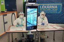 Rychlejší a přesnější měření tělesné teploty. Nemocnice Blansko koupila dva speciální termodispleje po třiceti tisících. U vstupu totiž stále platí bezpečnostní opatření kvůli epidemii koronaviru. Denně tam zdravotníci odbaví kolem pěti stovek lidí.