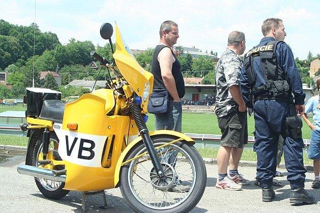 Stovky dětí i dospělých přilákal celodenní program, který ve čtvrtek v areálu Červené zahrady v Boskovicích připravili policisté spolu s hasiči, strážníky a zdravotnickými záchranáři.
