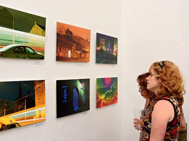 Na zámku v Letovicích jsou vystavené obrazy členů výtvarné skupiny Prague Stuckists.