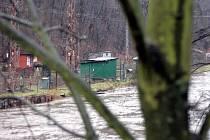 Na snímku rozvodněná Svitava u vlakového nádraží v Adamově na jaře v roce 2009. Hladinu řeky tehdy zvednulo jarní tání a také několikadenní déšť.