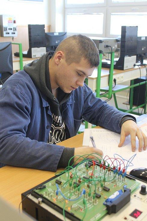 Středoškoláci v Blansku soutěžili a zároveň si před maturitou ověřili, co už zvládnou.