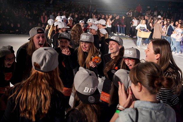 Taneční škola Patrika Oujezského Body Rockers zBoskovic sbírá úspěchy na domacích ievropských soutěžích. Před několika dny například obsadili třetí místo vkategorii break dance na mistrovství Evropy vOstravě.