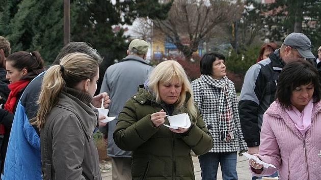 V Boskovicích se nalévala štědrodenní Polévka pro chudé i bohaté.