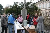 Tradiční dobročinná akce Polévka pro chudé i bohaté se také letos uskuteční na Štědrý na Masarykově náměstí v Boskovicích.