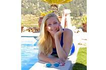 Mnohanásobná rekordmanka v bazénovém i dálkovém plavání, několikanásobná přemožitelka kanálu La Manche. Teď je z blanenské rodačky Yvetty Hlaváčové Yvette Tulip. Léta už žije v zahraničí. Závodní plavání pověsila na hřebík a naplno se věnuje rodině.