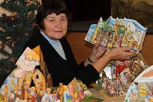 Dvaasedmdesátiletá Naděžda Parmová z Blanska vlastní čtyři sta betlémů.