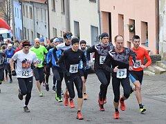 Rájeckou desítku, první letošní závod Okresní běžecké ligy Blansko, vyhráli Brňané Jiří Čípa a Martina Matulová.