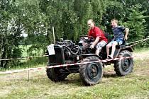 V Rozseči nad Kunštátem se v sobotu uskutečnila už devátá traktoriáda. Soutěžilo asi pětaosmdesát strojů, většina z nich byla domácí výroby.