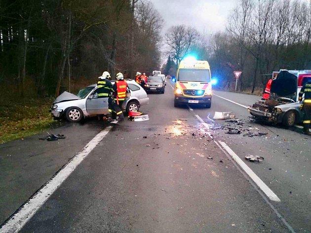 Na silnici I/43 se po nedělní půl čtvrté odpoledne srazila dvě osobní auta.