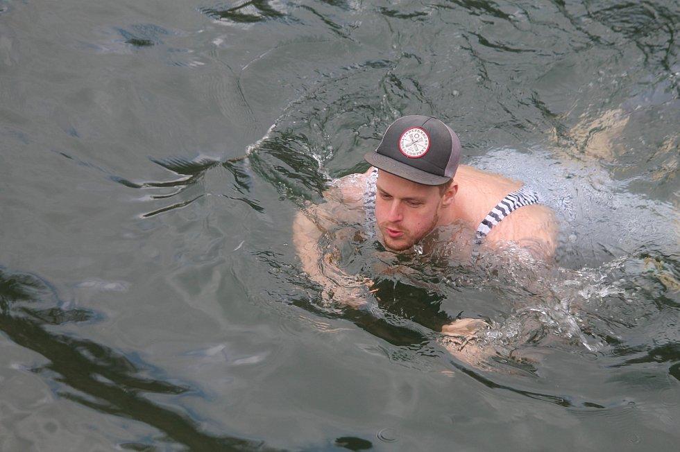 Pátý ročník otužileckého plavání v Šošůvce.