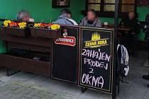 Nádražní bufet na Blanensku, kde zákazníci nerespektovali nařízení vlády.