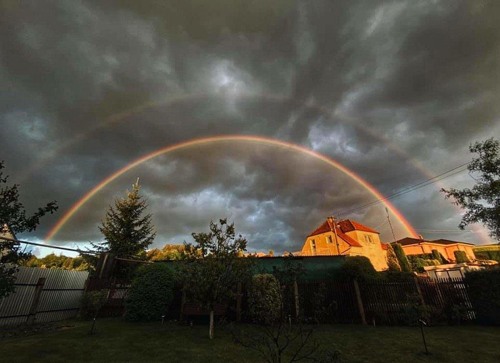 Čtenáři Blanenského deníku Rovnost fotografovali v pondělí na Blanensku a v okolí duhu. Poznáte, kde přesně?
