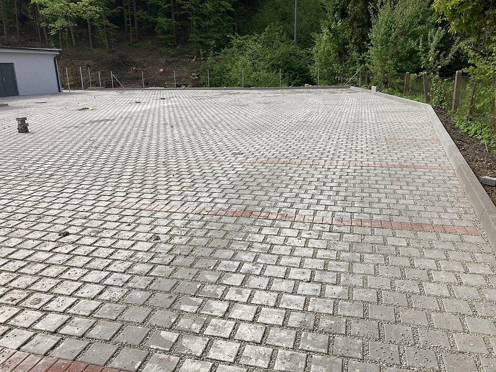 Koupaliště na jihu Moravy jsou připravená na start nové sezony. Na snímku nové koupaliště ve Křtinách na Blanensku.