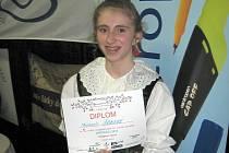 Vítězka soutěže Michaela Šobová s diplomem.