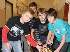 Kunštátští školáci se zapojili do sbírky Víčka pro Lucinku. Nasbírali jich tři a půl metráku.