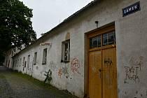 Dosud byly v prostorách zchátralé budovy Zámek 3 výtvarné dílny základní umělecké školy. Celý objekt v centru Blanska čeká nákladná rekonstrukce, po které část budovy společně se školou využije také Muzeum Blanenska.