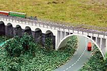 Takto vypadá podle letovických studentů železniční most u Dolních Louček.
