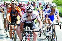 Martin Mareš v bílo-černo-červeném dresu PSK Whirlpool - Author dokázal jako jediný z českých cyklistů udržet tempo celý závod. Náročný závod Coppa Ugo Agostoni se jel v kopcovité krajině a čtyřicetistupňovém vedru.