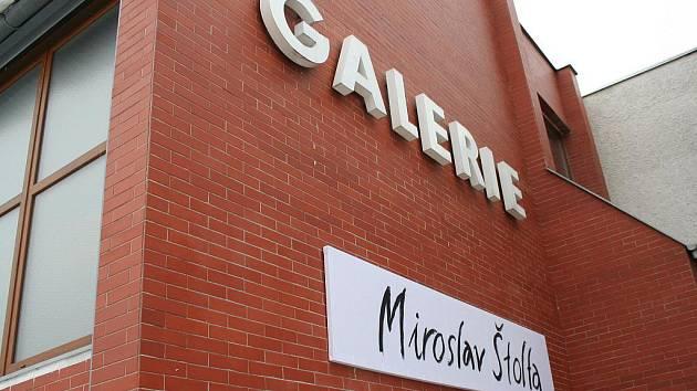 V Galerii města Blanska jsou do desátého března k vidění obrazy Miroslava Štolfy.